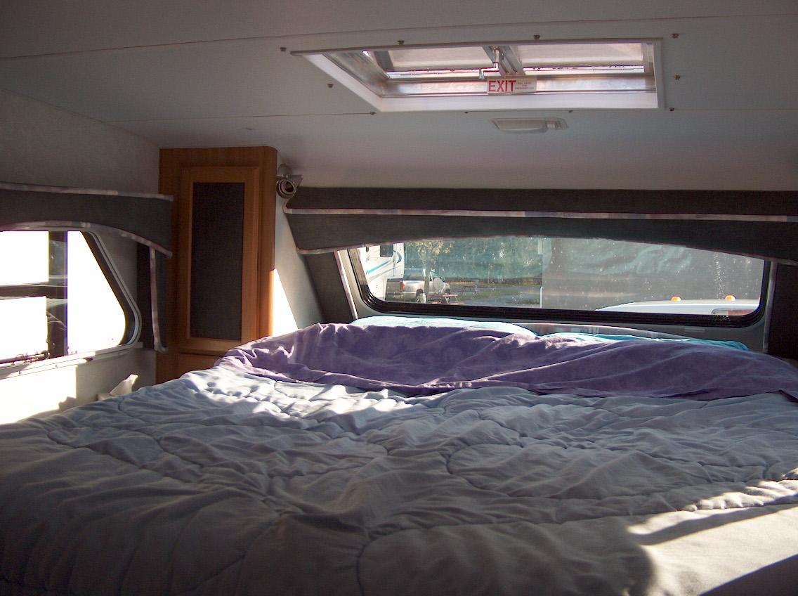 where rv now tour de lance bedroom